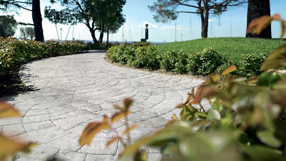 pavimento stampato per giardino