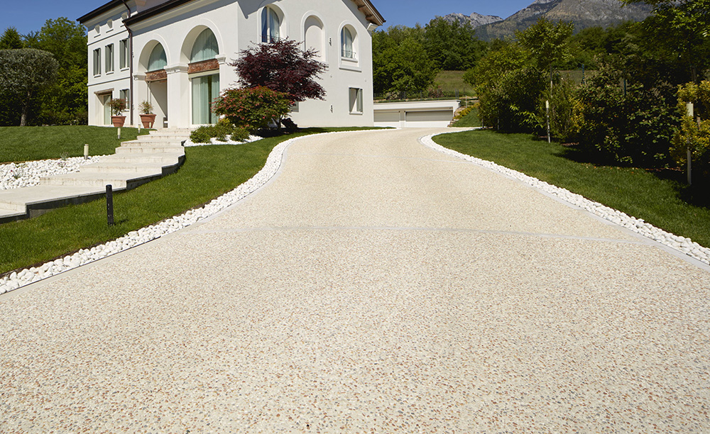 pavimento in sassoitalia per viale giardino