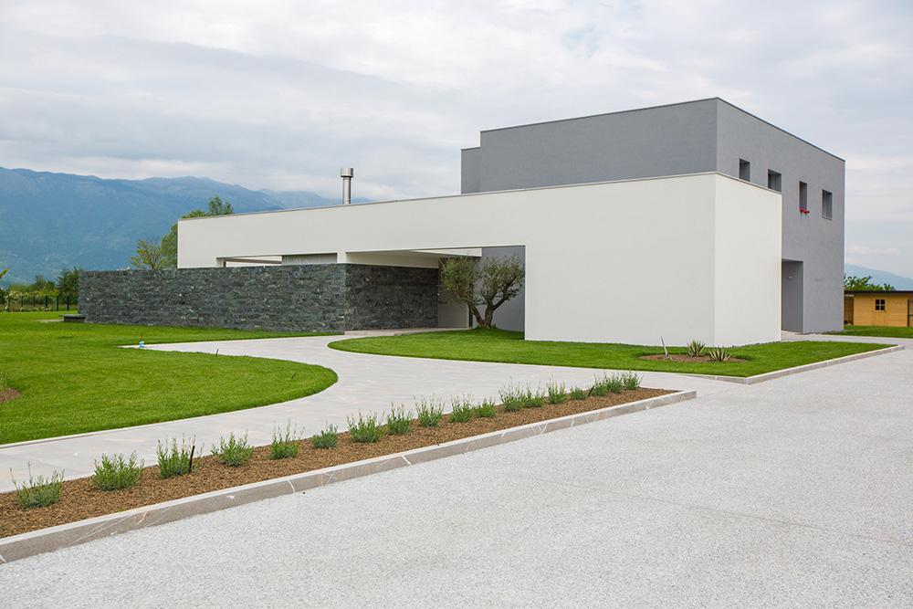 parcheggi e rampe esterni in cemento